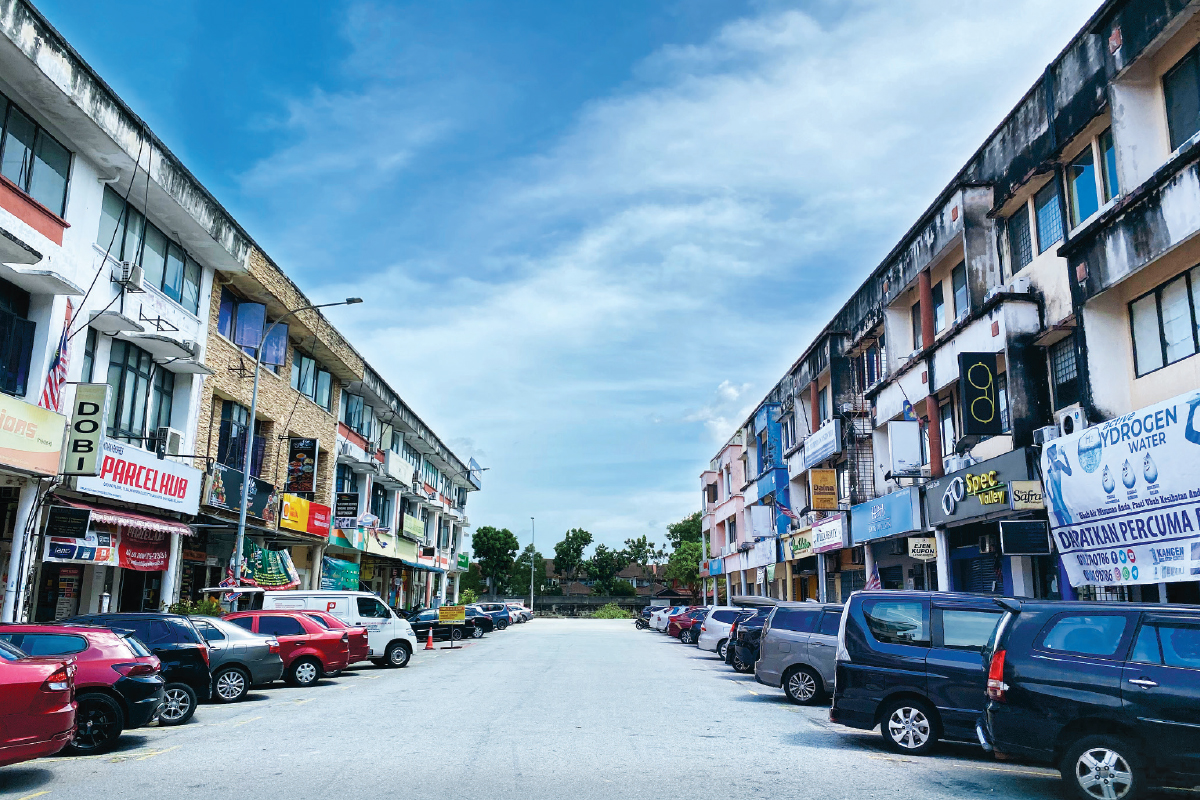 A major township in the Klang Valley, TTDI Jaya has restaurants, convenience stores and banks, among others (Photo by Hannah Rafee/The Edge)