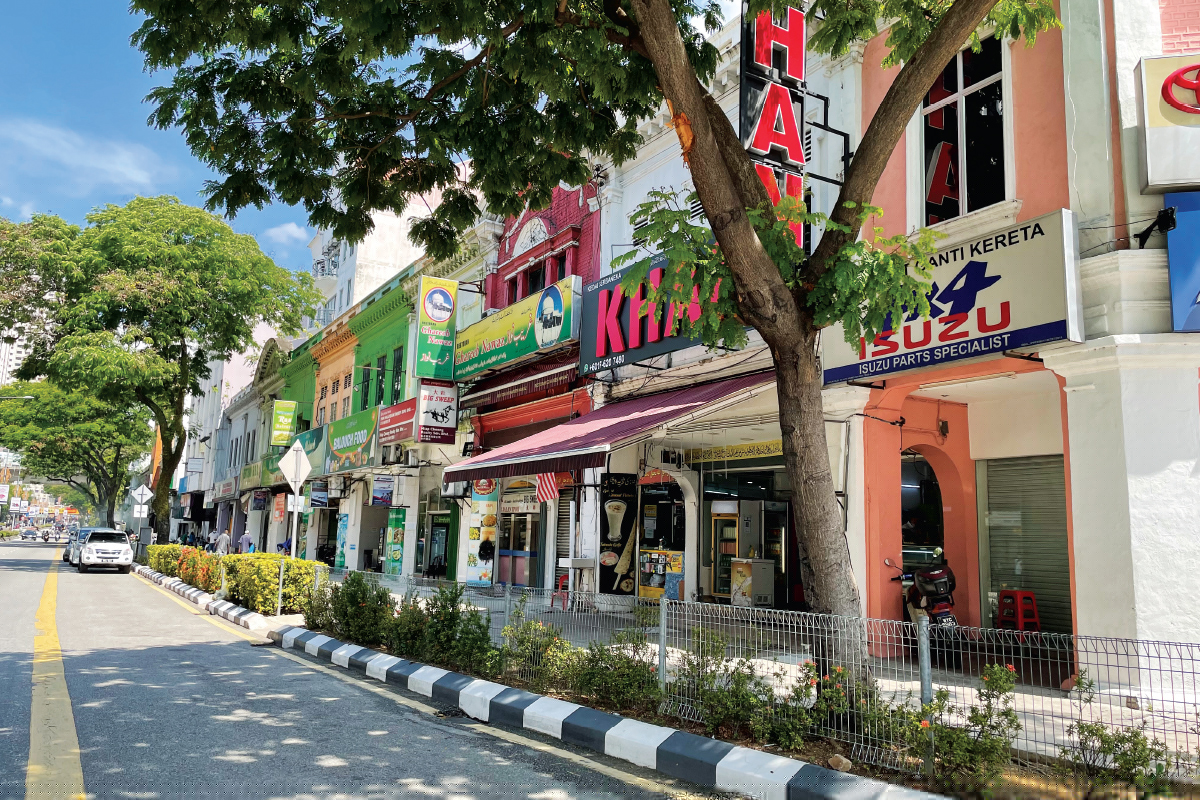 The early stretch of Jalan Sultan Azlan Shah mainly comprises older 2-storey shoplots and pockets of newer 3- and 4-storey shopoffices (Photo by Chung Ying Yi/The Edge)