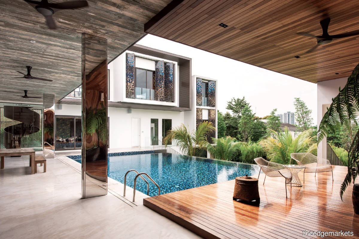 At the Ledang Heights home, the onyx marble flooring seamlessly connects the external areas  with the enclosed living areas (Photo by S/Lab10)