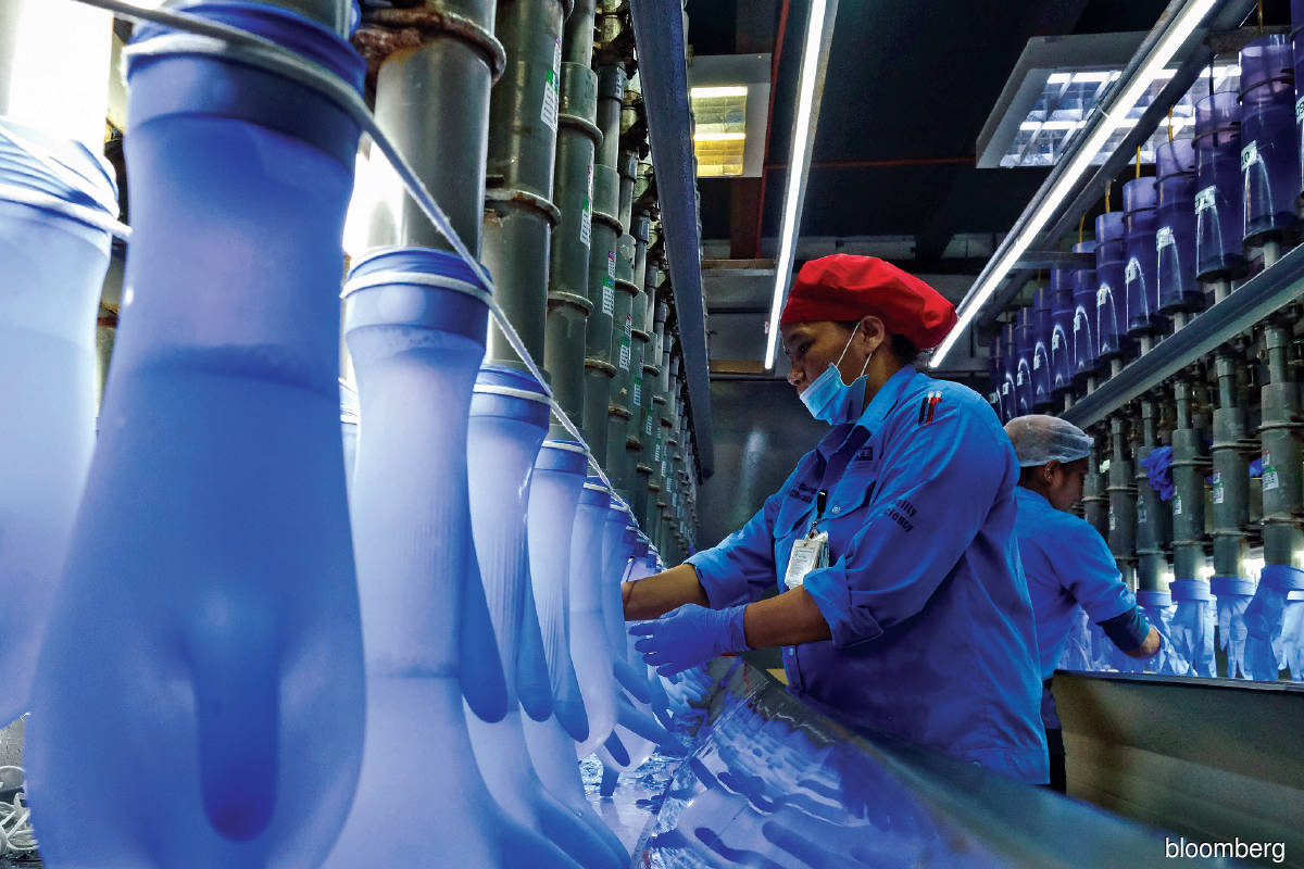Assuming that Malaysia continues to contribute 68% to the global glove supply with 85% of local production coming from the top four glove companies, a back-of-the-envelope calculation shows that the global supply will be about 387.5 billion pieces this year