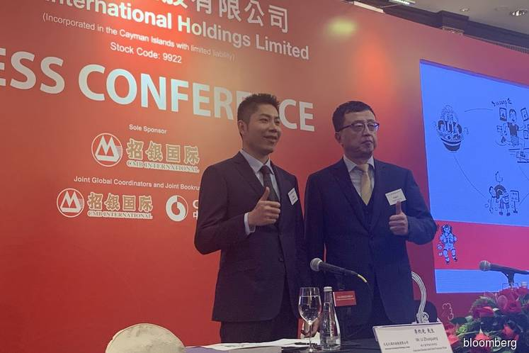Jiumaojiu International Holdings Ltd's chairman Guan Yihong (at the right of pix taken in year 2019)'s 44% stake in Tai Er food chain, known for its signature spicy fish dish, is now worth US$1.1 billion, according to the Bloomberg Billionaires Index (Photo credit: Bloomberg)