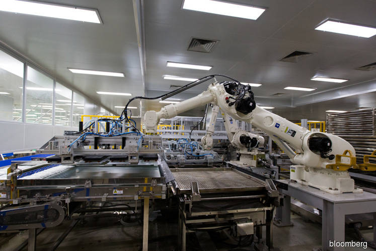 KPMG survey: Robots will replace 1 in 5 jobs in 5 years