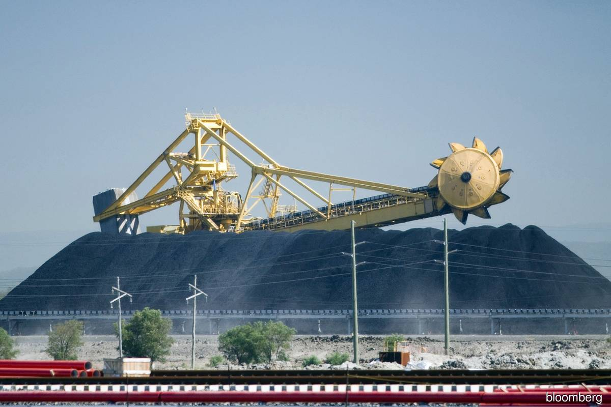 China bans Australian coal imports as political relations sour