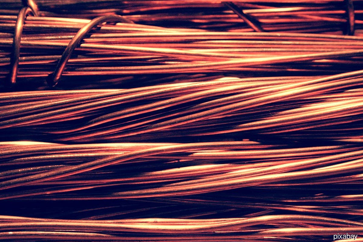 China copper smelters raise Q4 treatment charge floor ahead of miner talks