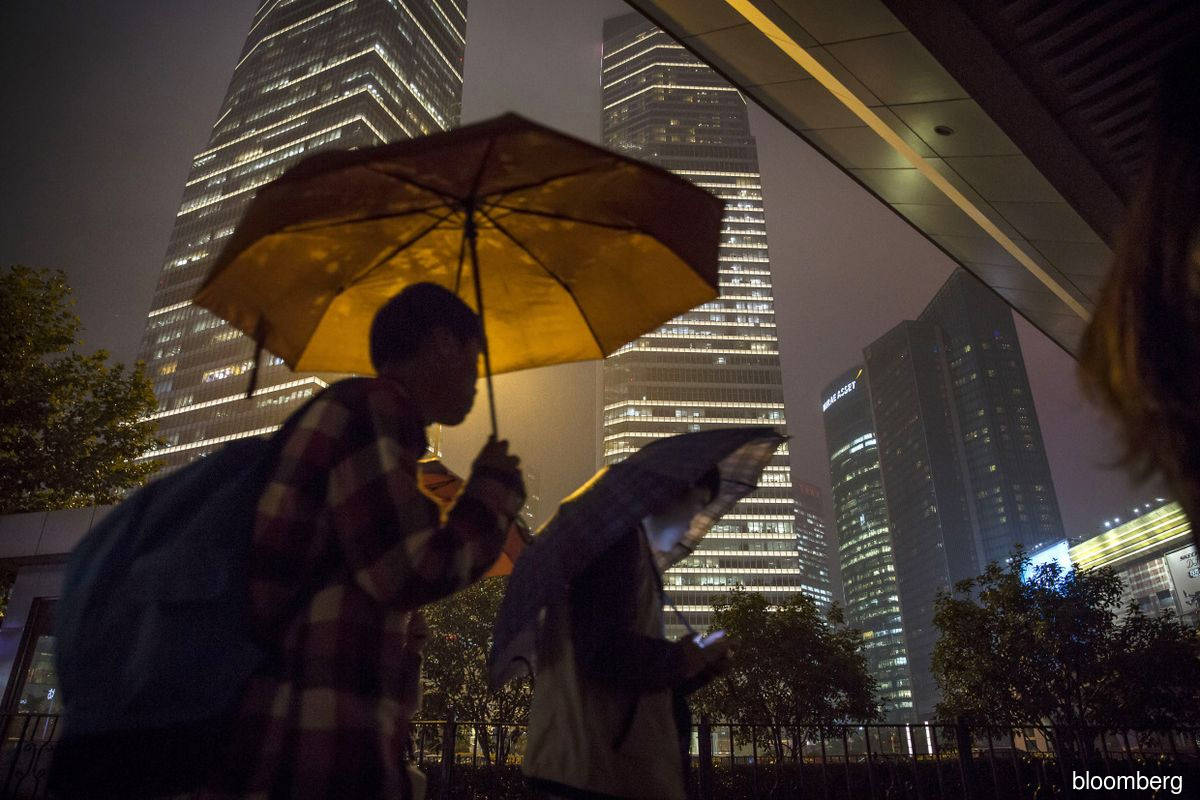 Credit Suisse, UBS fight for China bankers in talent war