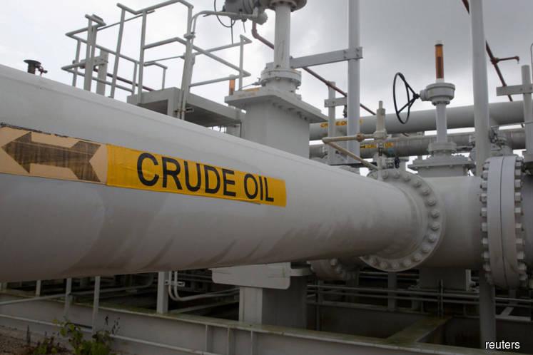 U.S. crude stockpiles build as refineries cut back runs