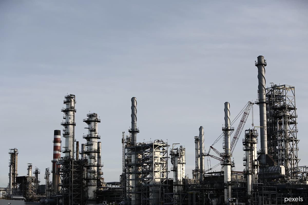 Oil edges lower after jump on U.S. stocks draw