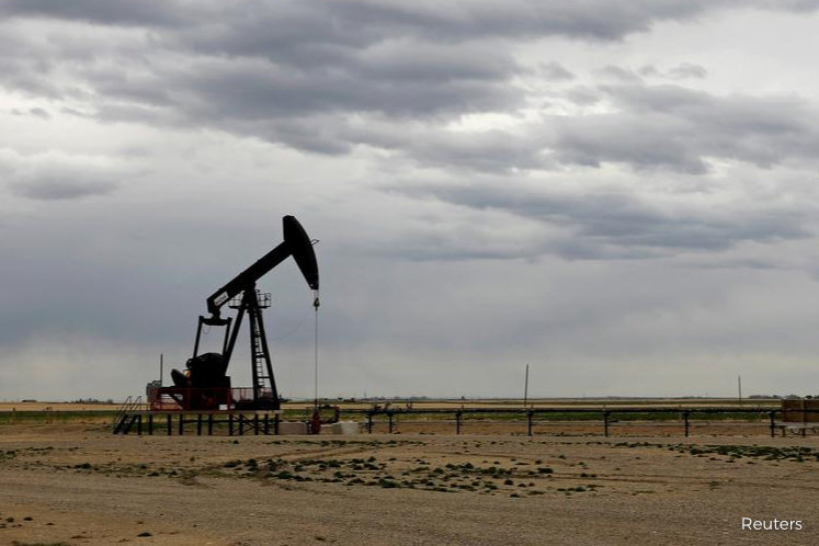 Oil falls amid concerns about new viral outbreaks, rise in inventories