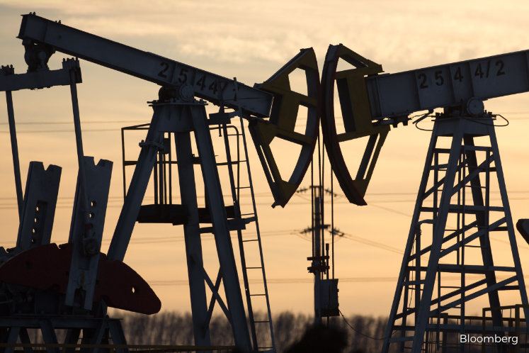 Oil halts rally near $34 on signs Russia may ease supply cuts