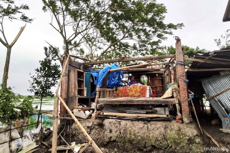 Cyclone Bulbul death toll rises to 12 in Bangladesh, five fishermen missing