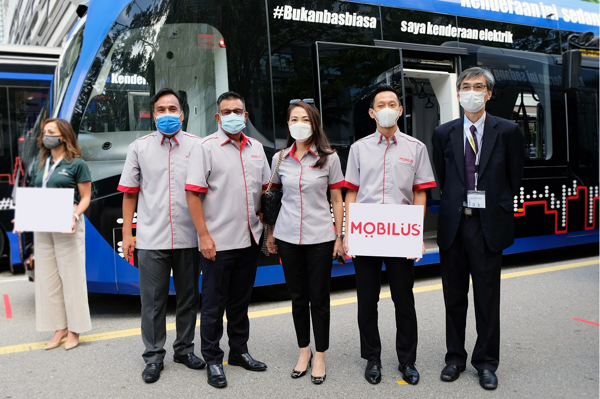 Standing in front of the ART system vehicle are (from right) Ireka Engineering & Construction Sdn Bhd CEO Tan Thiam Chai, Mobilus CEO Chan Chee Kian, Ireka group deputy managing director and Mobilus chairman Monica Lai, Ireka Group general manager Leonard Yee and Mobilus marketing director Ramlan Zainol Abidin.