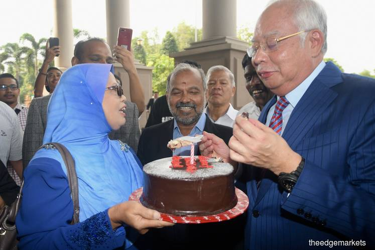 Najib celebrates 66th birthday with fans at KL courthouse