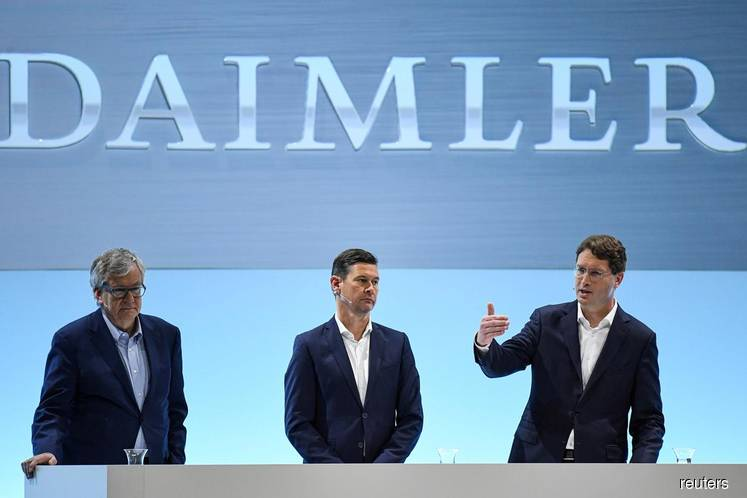 FILE PHOTO: Ola Kaellenius, CEO of German luxury car manufacturer Daimler AG, gestures next to CFO Harald Wilhelm and Martin Daum, head of Daimler Trucks and Buses, during the annual results news conference in Stuttgart, Germany on Feb 11, 2020. (Photo by: Andreas Gebert/Reuters)