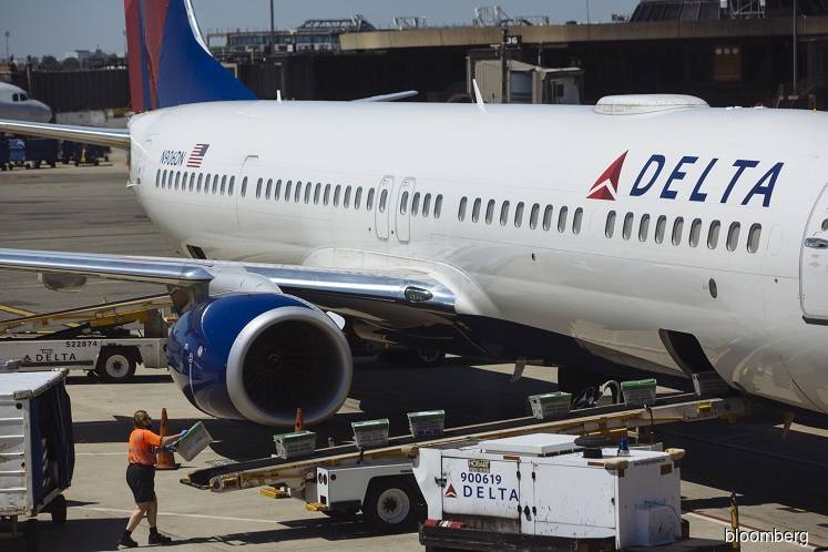 Delta to warn pilots of possible furlough, offer early retirement