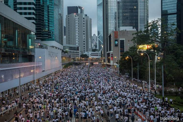 Hong Kong Locked in Stalemate After Protesters Face Tear Gas