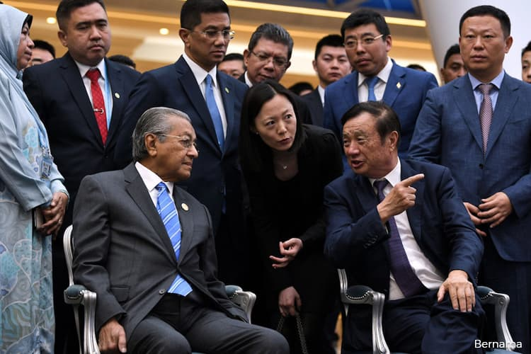 Dr Mahathir visits Huawei's Beijing Research Centre