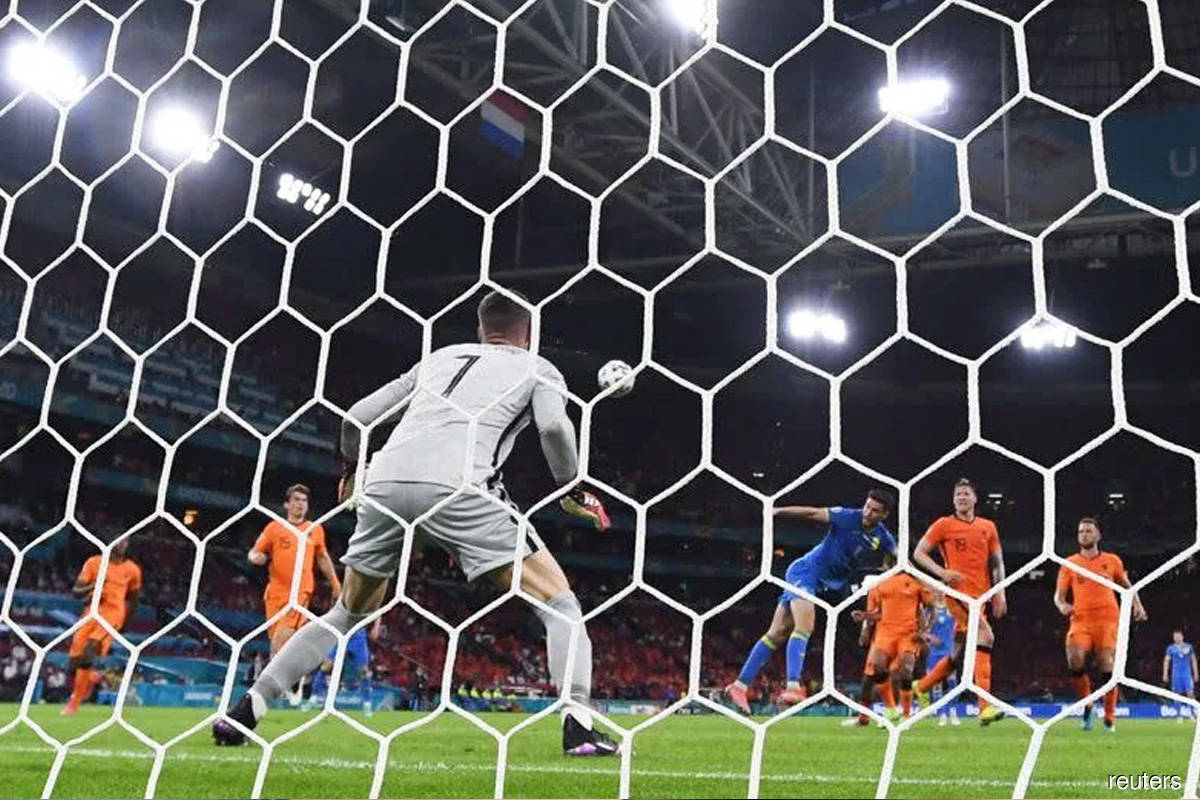Dominant Dutch must learn from mistakes, says De Boer