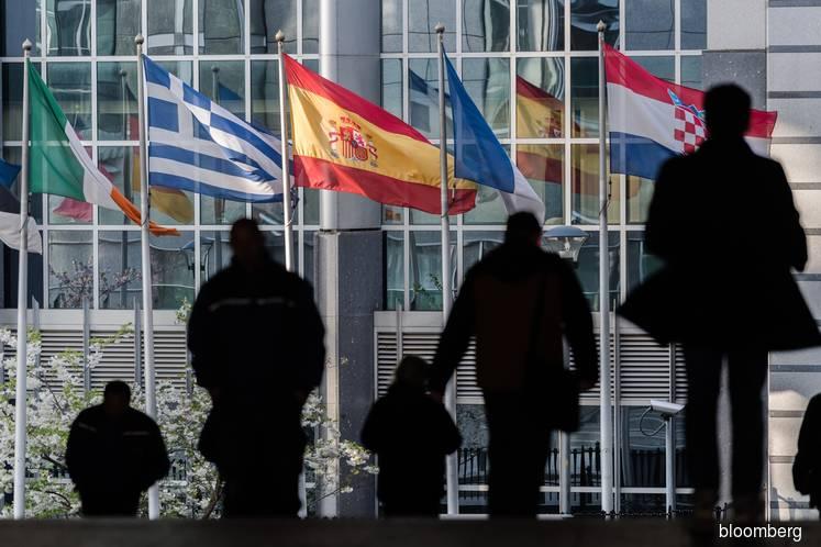 EU warns over future ties if next U.K. premier withholds bill