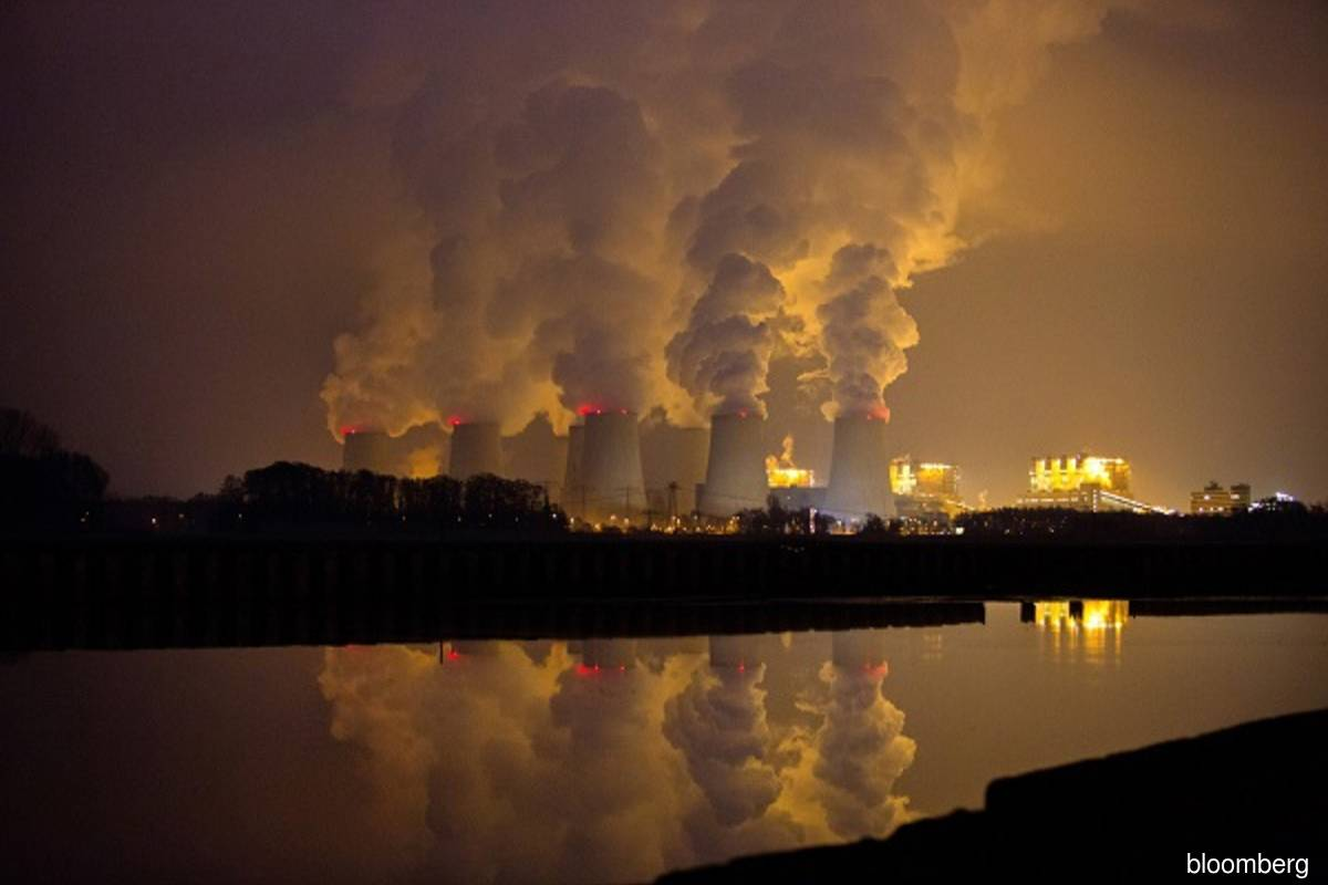 Carbon pricing will challenge carbon-intensive sovereigns' credit profiles, says Moody's