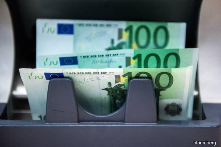 ECB defends use of hard cash amid move toward digitalization