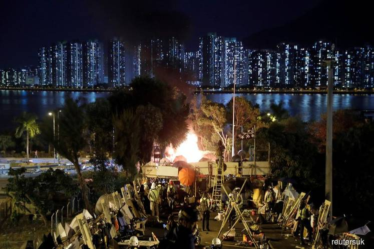 Highway blockade reveals splits in Hong Kong protest movement