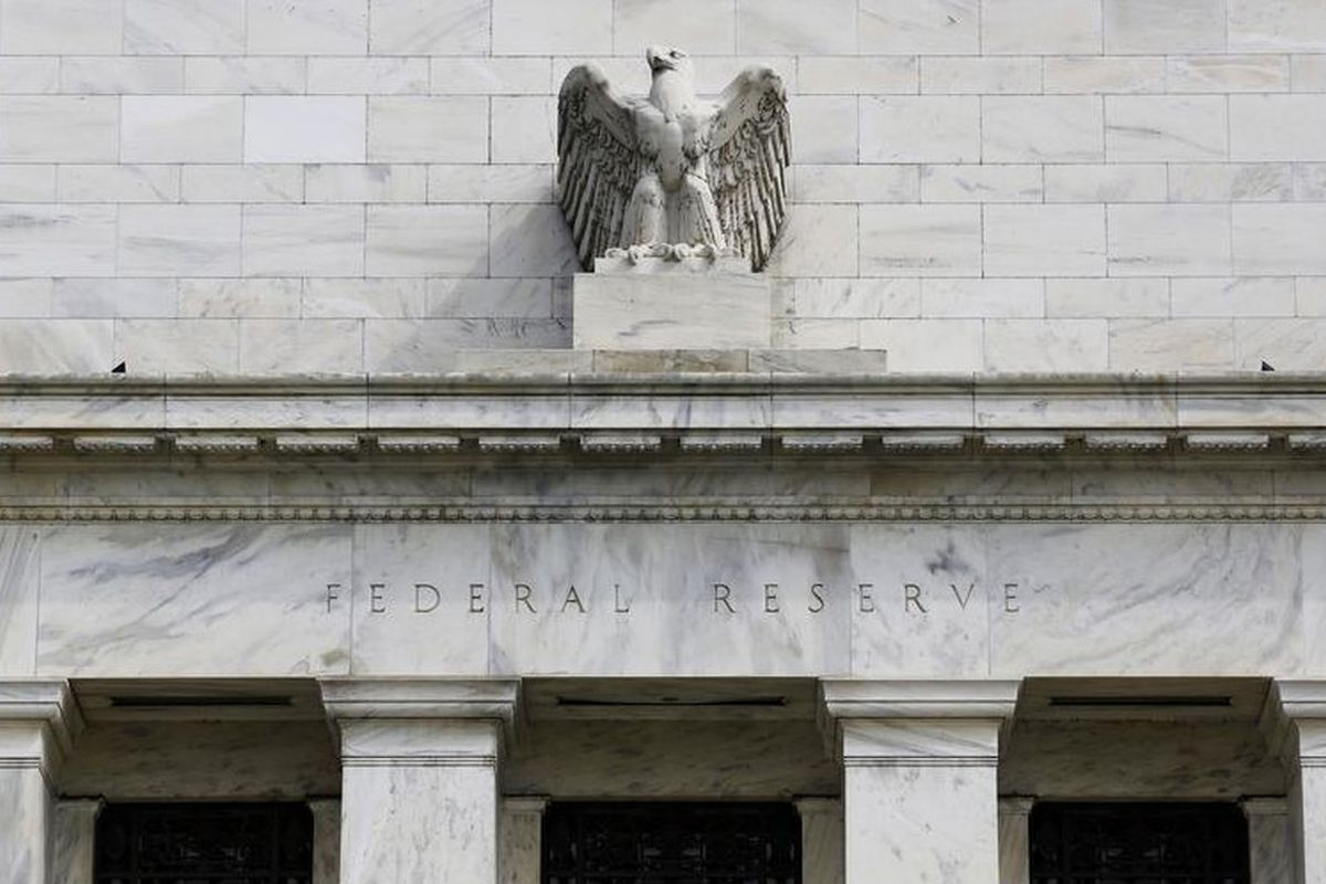 Fed bans stock trading, restricts other investing activities by top officials
