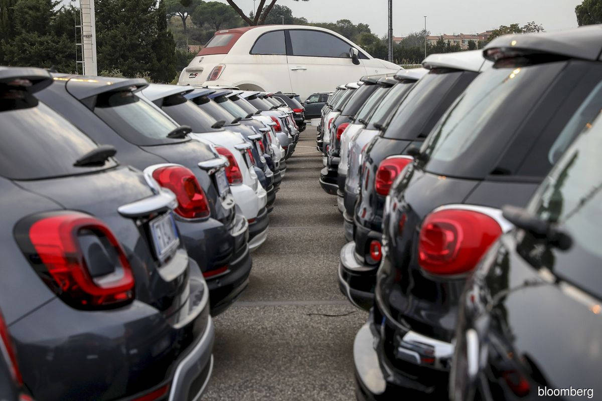 Fiat Chrysler workers sue company over bribes to their union