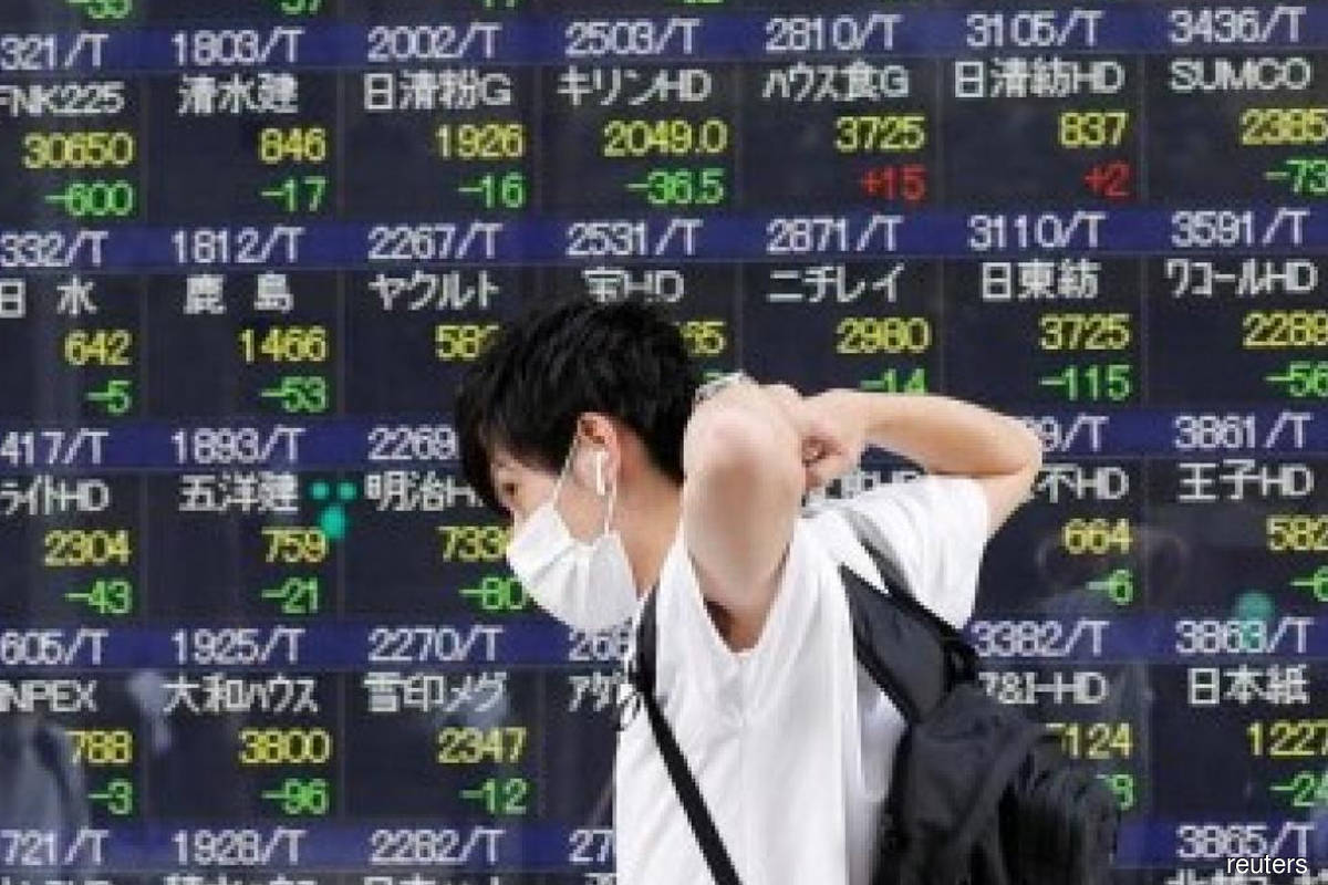 Financials, shippers push Japanese shares higher