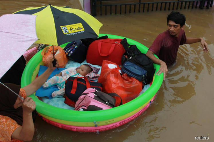 Flood death toll rises in Jakarta, tens of thousands evacuated