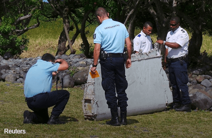 Second possible MH370 part found in Reunion