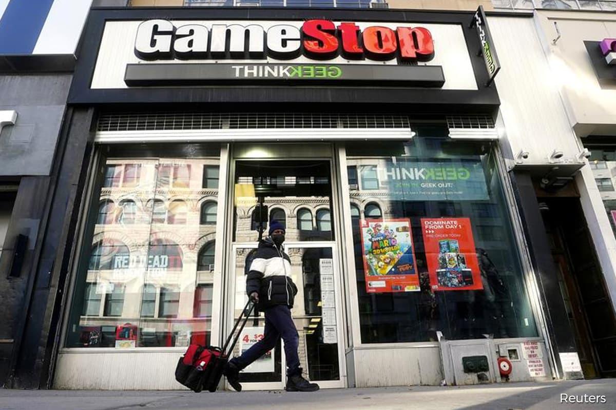 GameStop seeks new finance chief following Bell's departure