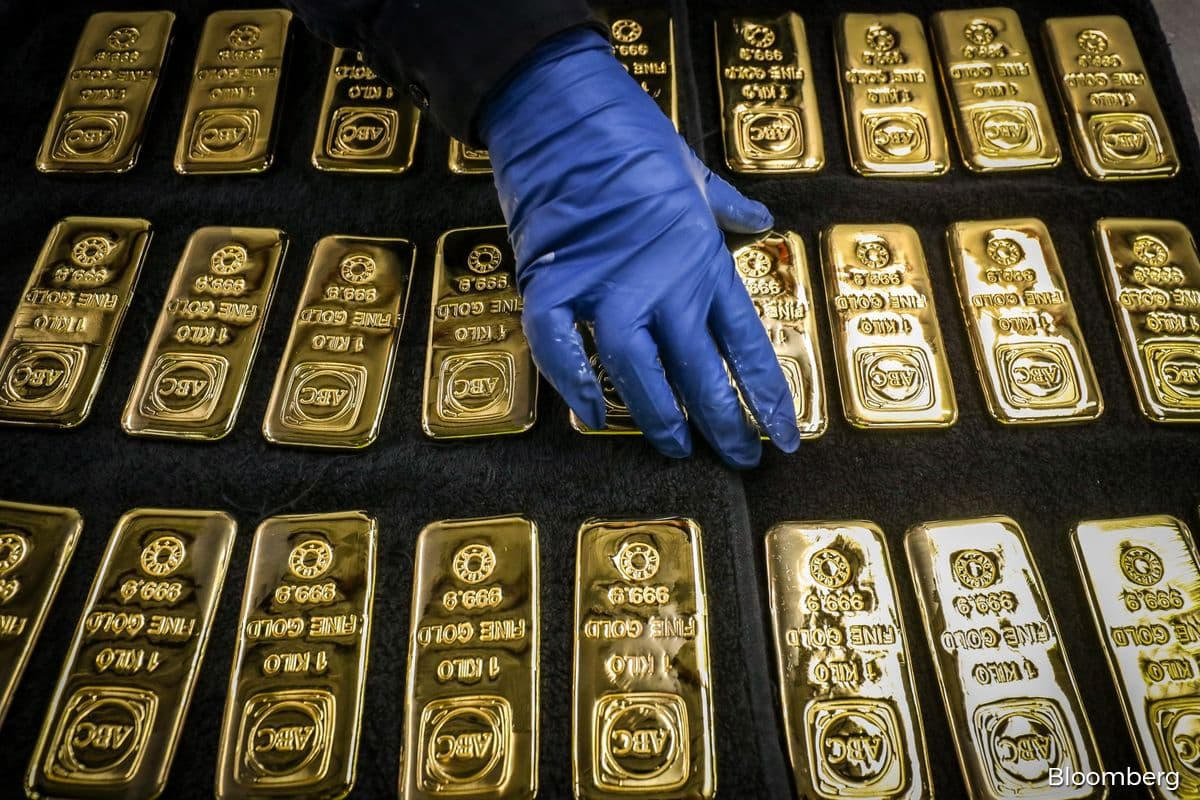 Gold drops to over one-week low on firmer dollar; Fed meet in focus