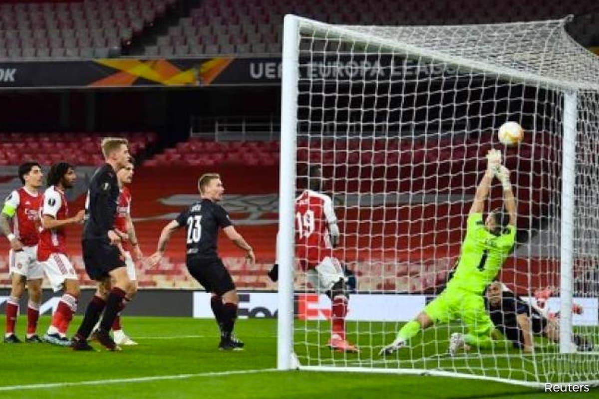 Holes earns Slavia Prague last-gasp draw at Arsenal