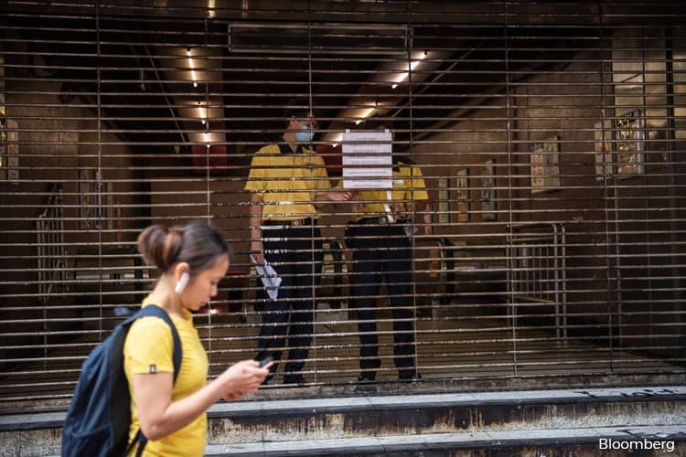 Hong Kong Under 'De Facto Curfew' as Subway Stations Shut Early