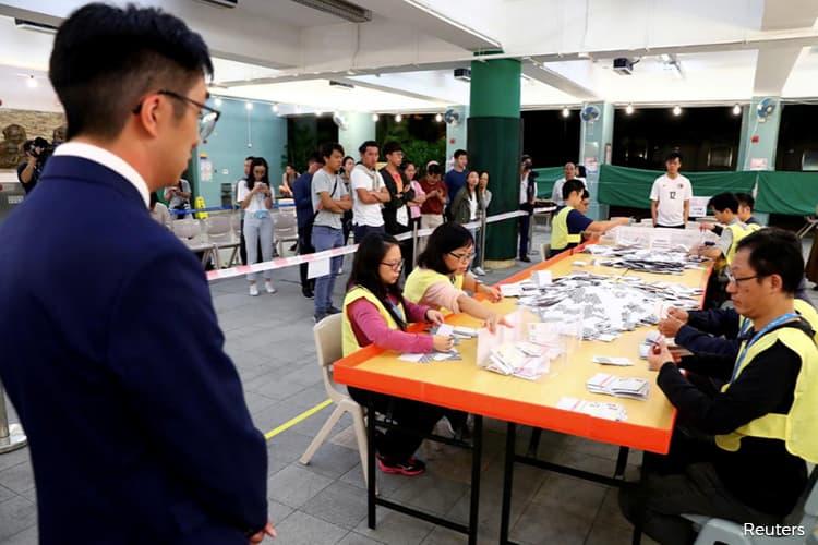 Hong Kong pro-democracy parties take 390 of 452 district council seats -RTHK