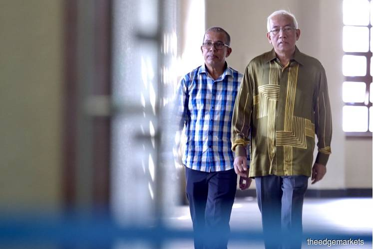 Former education minister Datuk Mahdzir Khalid (right) at the Kuala Lumpur Court Complex today. (Photo by Sam Fong/The Edge)