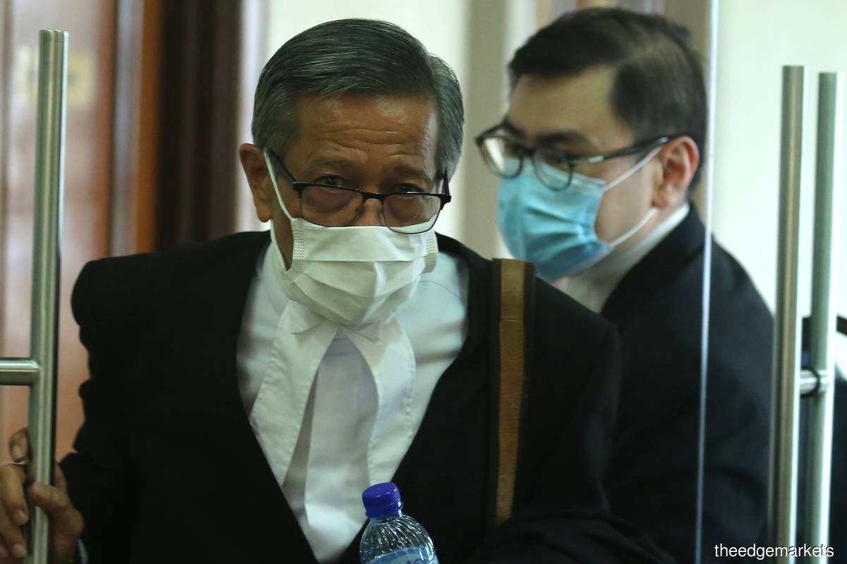 Tarek's lawyer Datuk Mohd Yusof Zainal Abiden (left) and PetroSaudi Oil Services (Venezuela)'s lawyer Alex Tan (Photo by Mohd Suhaimi Mohamed Yusuf/The Edge)