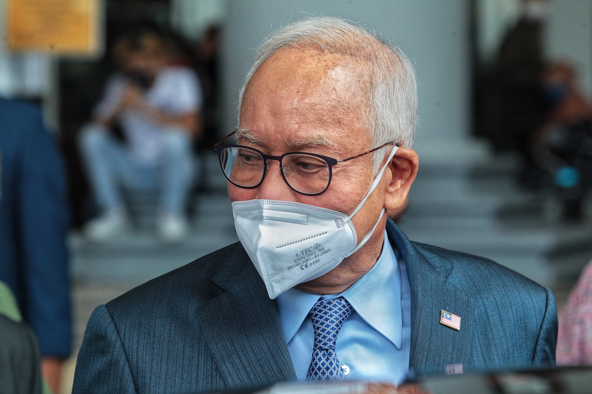 Najib as seen at the Kuala Lumpur Court Complex on Aug 23. (Photo by Zahid Izzani Mohd Said/The Edge)
