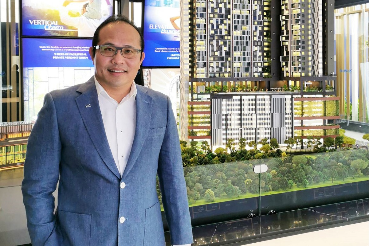 SkyWorld deputy CEO Lee Chee Seng showing off the stylish scale model of SkyVogue Residences in Taman Desa, the company's flagship development in the said vicinity.