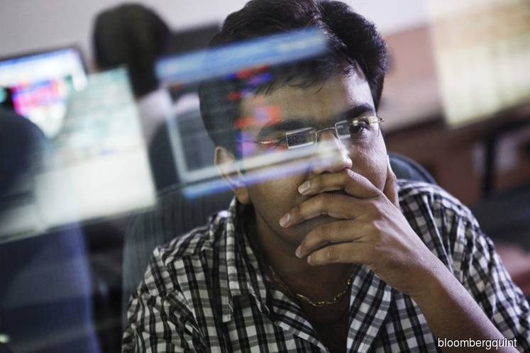 Global bond rally sidesteps India as deficit fears mount