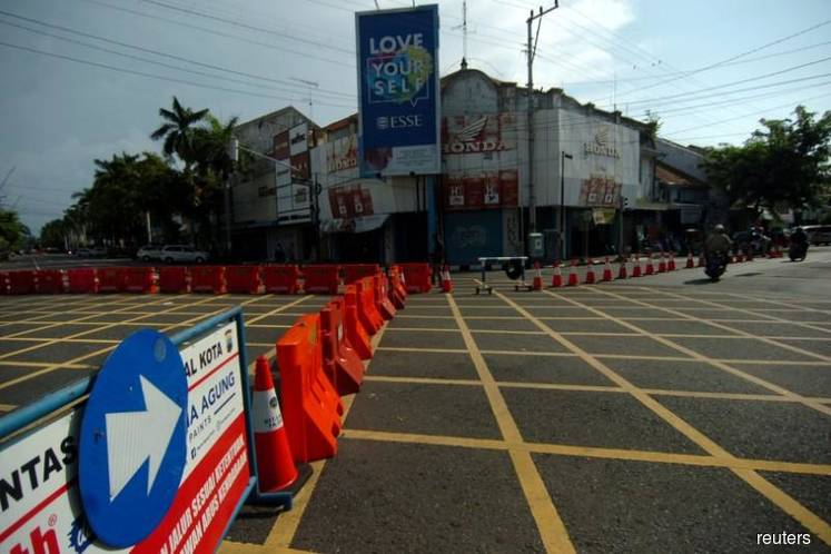 Indonesia, in major shift, to allow lockdowns as coronavirus cases soar