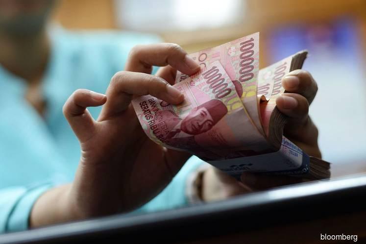 Rupiah pressured as rate cut bets rise; stocks struggle
