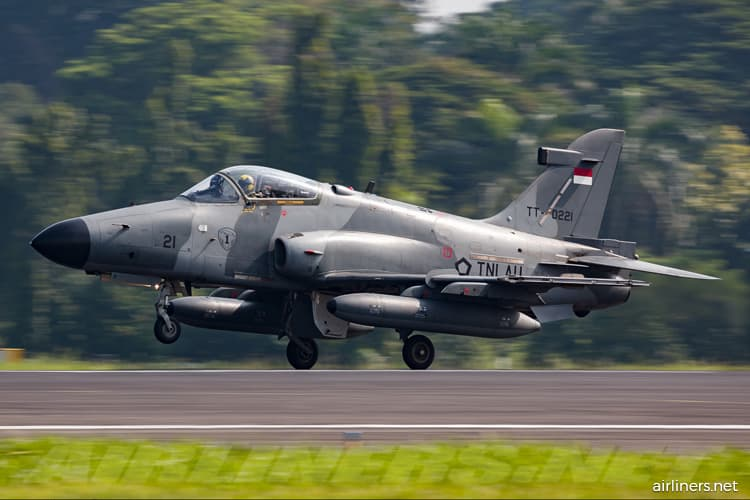 Indonesian military aircraft crashes into Riau residential area