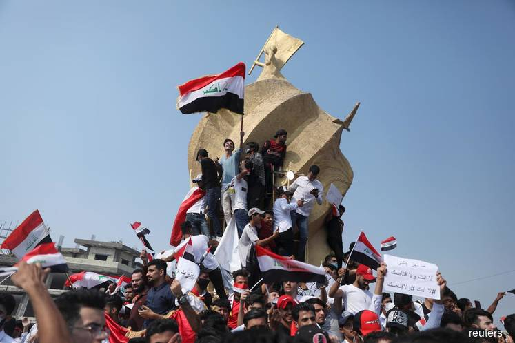 Students defy prime minister to join Iraq protests