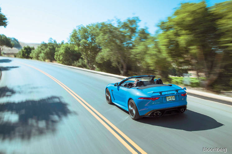 Cars: Should you buy the 2018 Jaguar F-Type SVR convertible or the coupe?