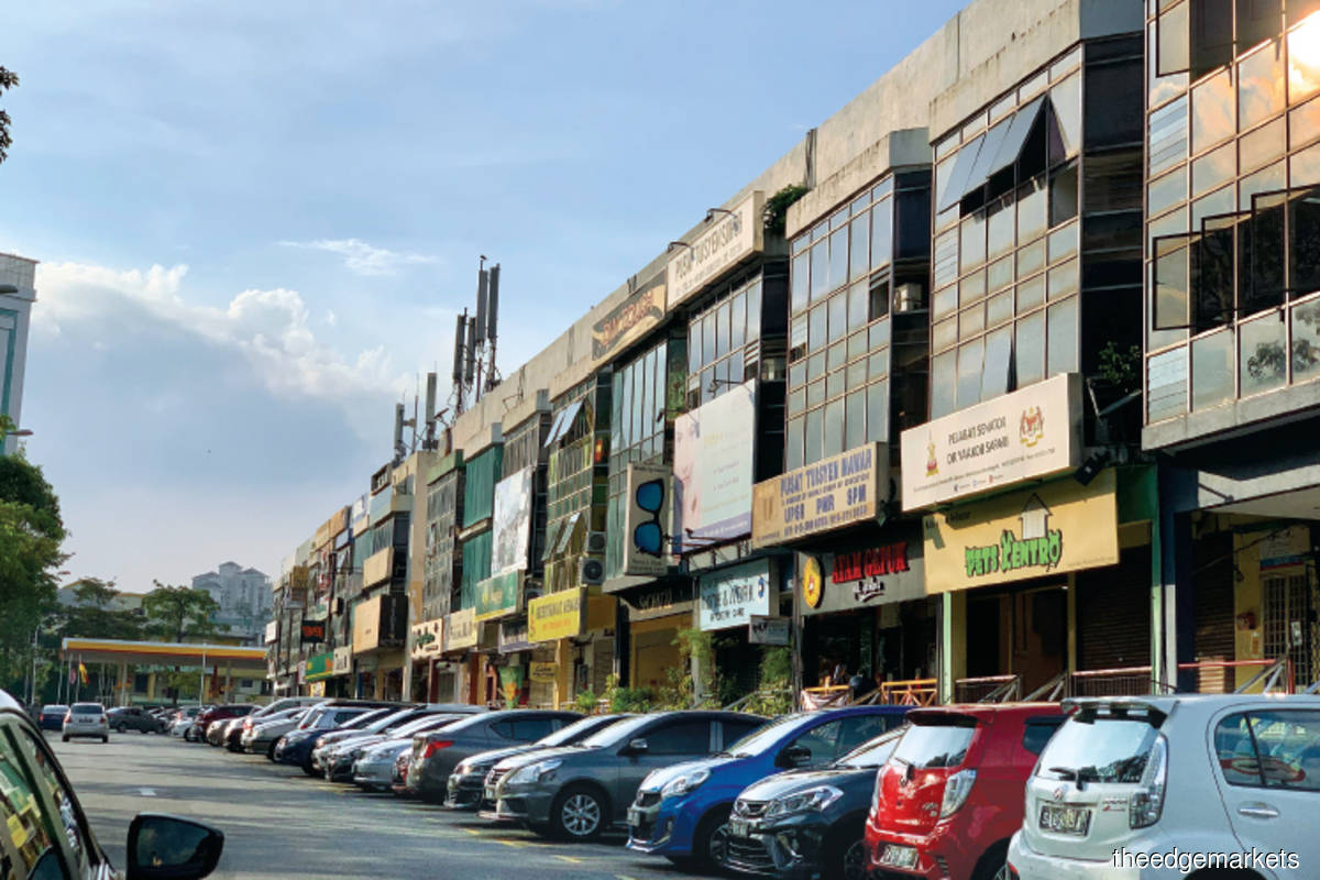 Jalan Tengku Ampuan Zabedah comprises mainly three and four-storey shopoffices (Photo by Hannah Rafee)