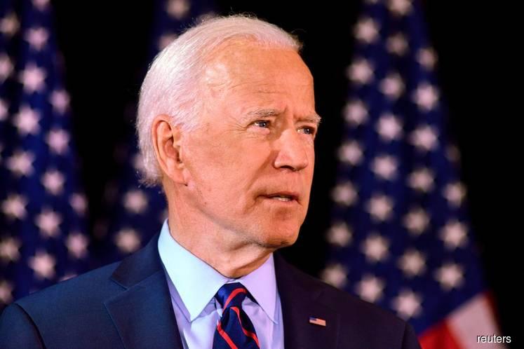Biden on Top in National Poll as Iowa Tightens