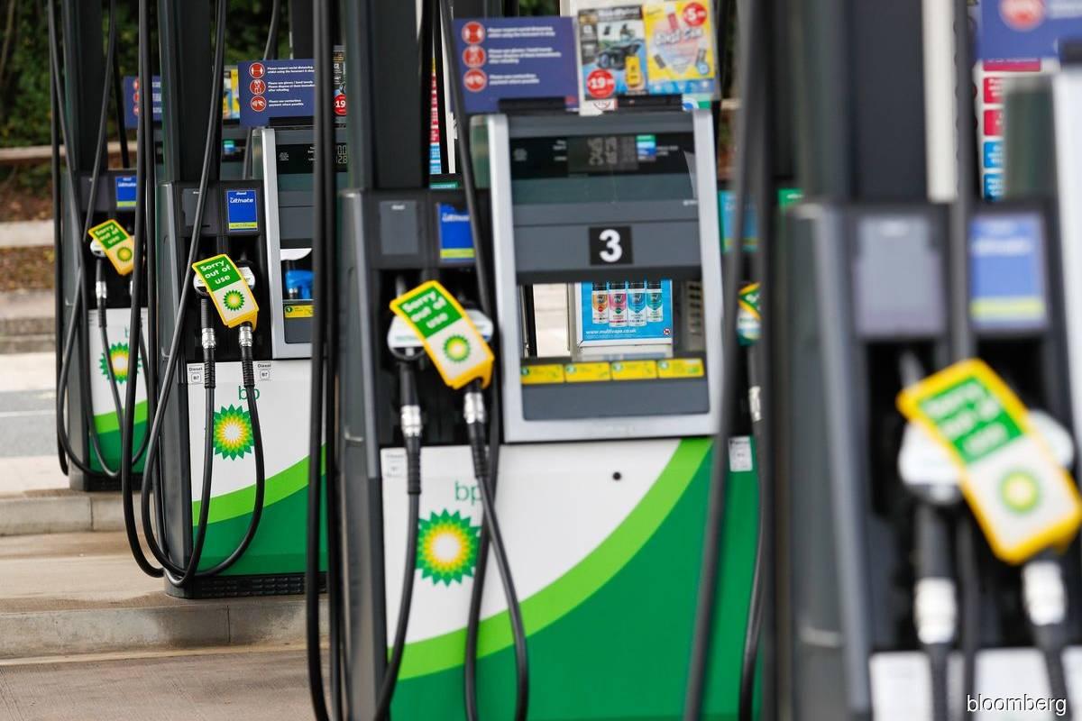 Fuel shortages pressure Johnson as U.K. crisis escalates