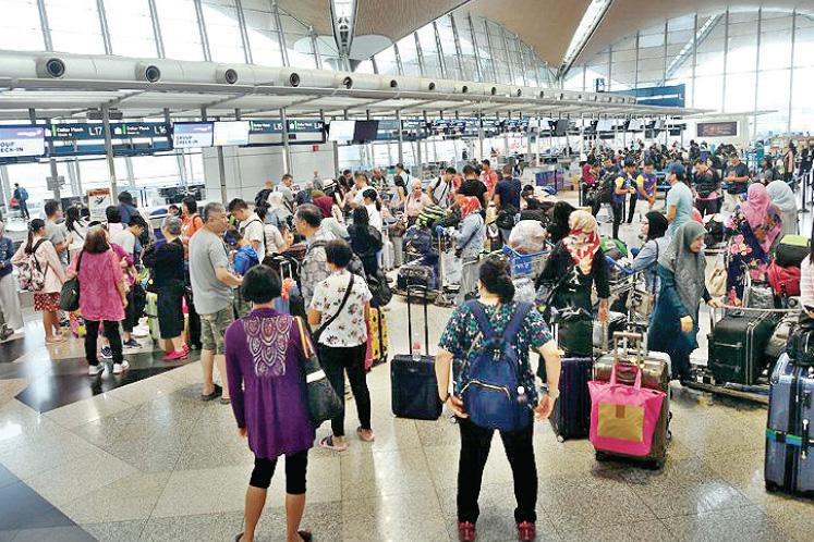 Mahathir wants probe into KLIA systems malfunction