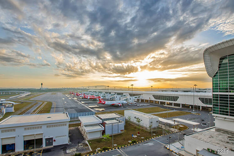 'Don't design airport based on a single airline's demands'